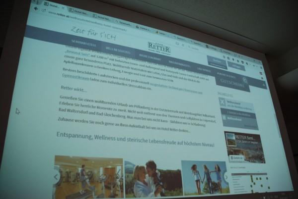 Arbeiten an der Website beim Content-Workshop
