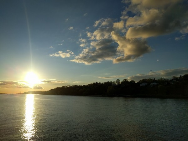 Mit der MS KOI dem Sonnenuntergang entgegen