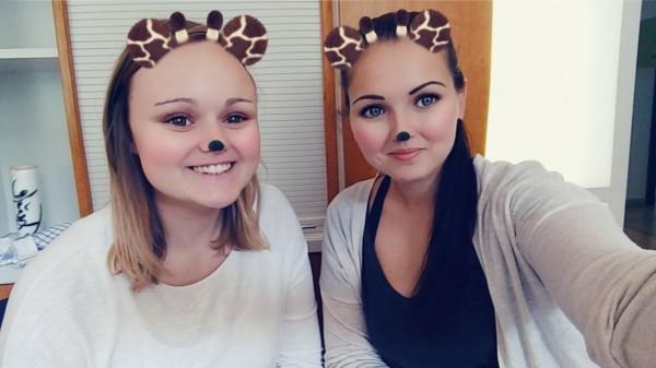Carina und Magdalena als Giraffen