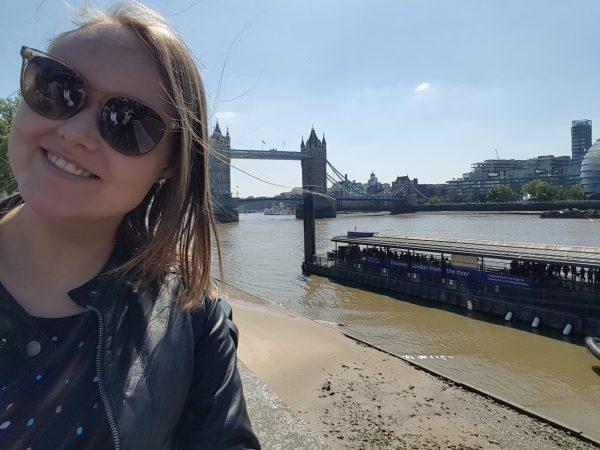 Carina bei ihrem Auslandspraktikum in England