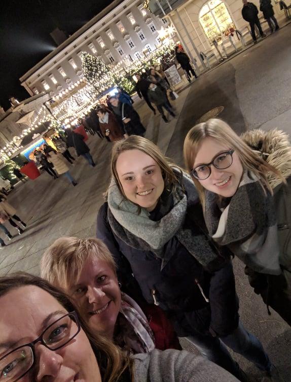 Selfie vom crosseye Team am Christkindlmarkt Salzburg
