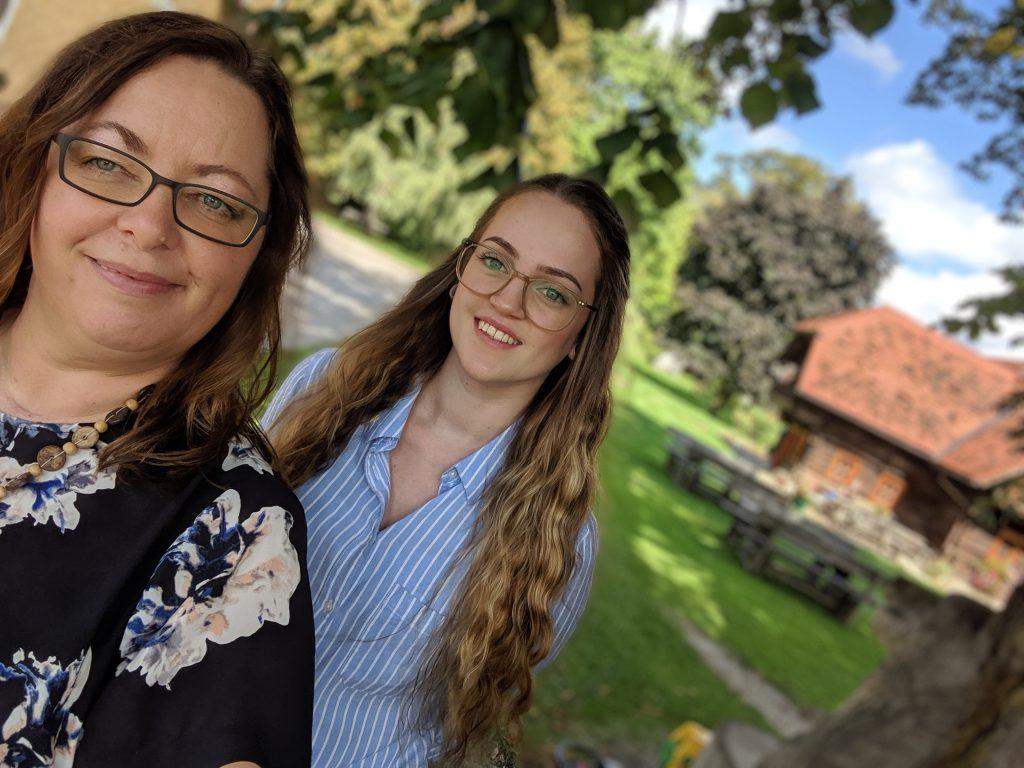 Laura und Evelyn am Urlaub am Bauernhof Zehenthof