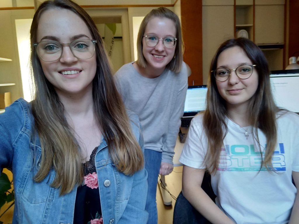 Anna, Laura und Anna-Sofie im crosseye Büro