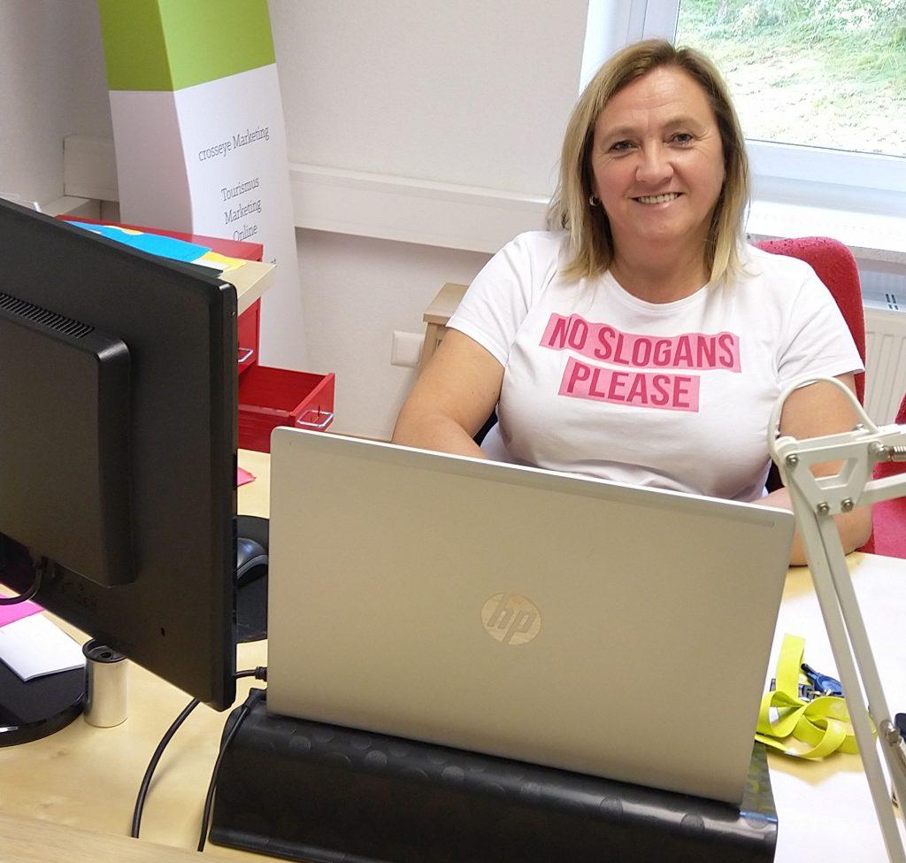 Helga Gruber von crosseye Marketing beim arbeiten
